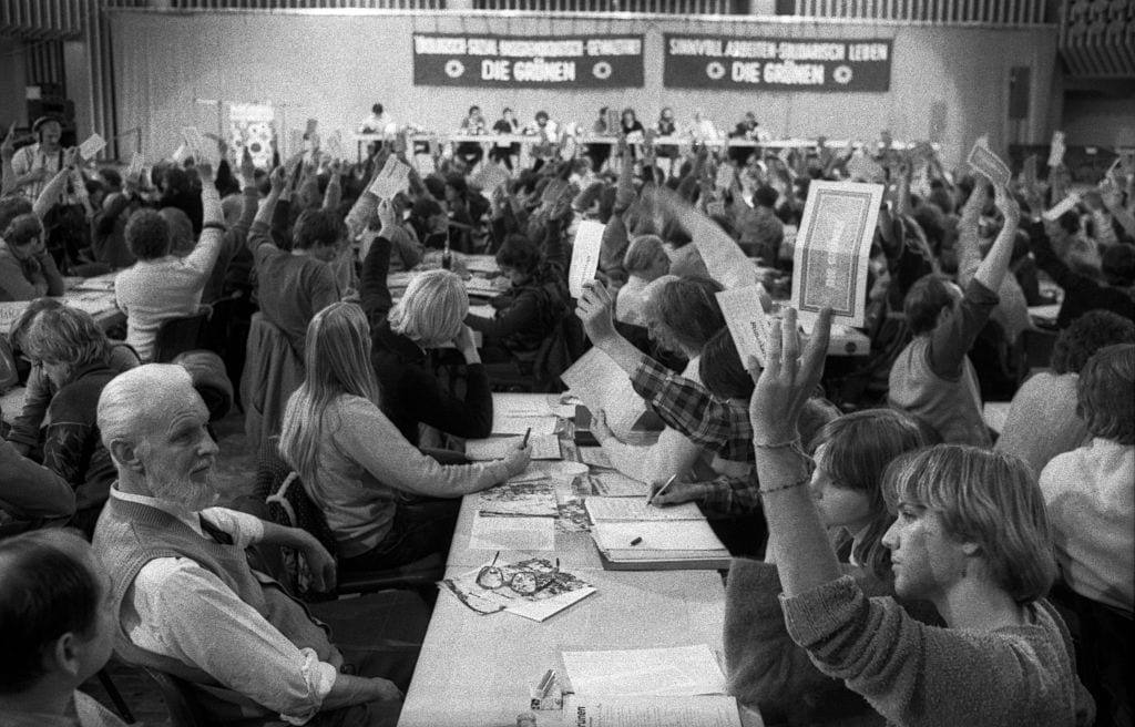 (GERMANY OUT) DEU, Germany, Hagen: The Party of the Greens in the Hagen Stadthalle 30 years ago was still called the Federal Congress and had Petra Kelly and Joseph Beuys as a prominent Greens. (Photo by Klaus Rose/ullstein bild via Getty Images)